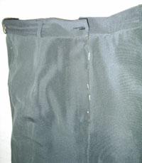 Соединяем две  половинки брюк  по банту